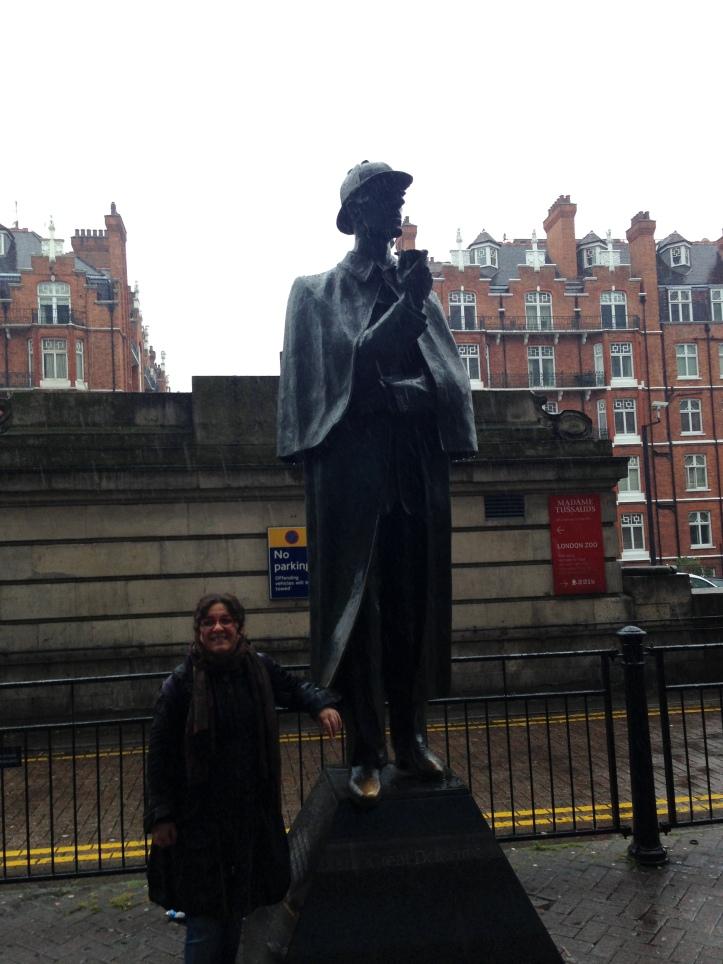 Sherlock Holmes Heykeli-Baker Street